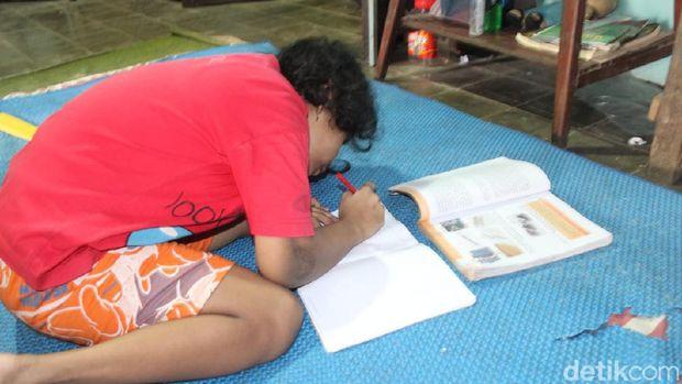 Vea (11), bocah disabilitas yang sampaikan pesan ingin sekolah kepada Gubernur Jateng Ganjar Pranowo, Sabtu (8/8/2020).