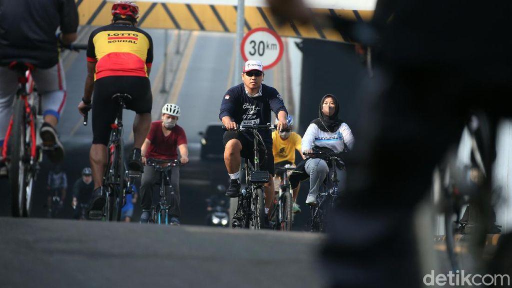 Rombongan Pesepeda Bikin Resah Naik JLNT Antasari, Pemotor Kebawa-bawa