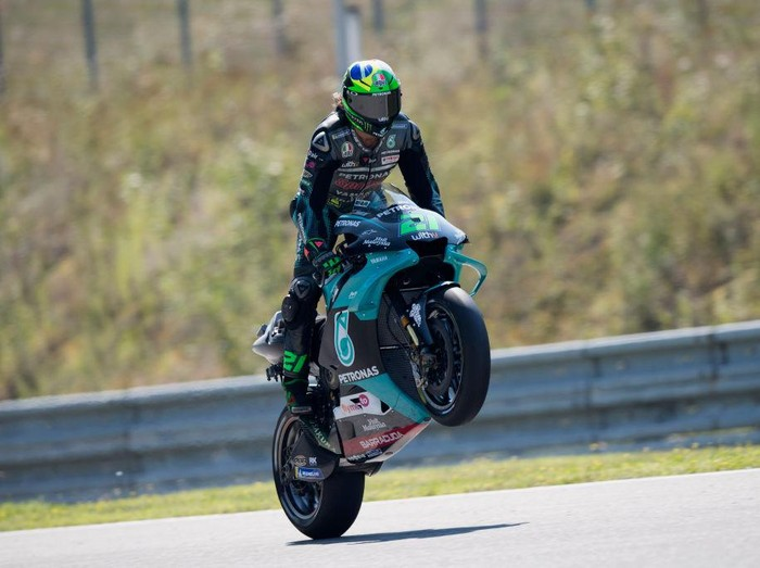 BRNO, CZECH REPUBLIC - AUGUST 08:  Franco Morbidelli of Italy and Petronas Yamaha SRT lifts the front wheel during the MotoGP Of Czech Republic - Qualifying Practice at Brno Circuit on August 08, 2020 in Brno, Czech Republic. (Photo by Mirco Lazzari gp/Getty Images)