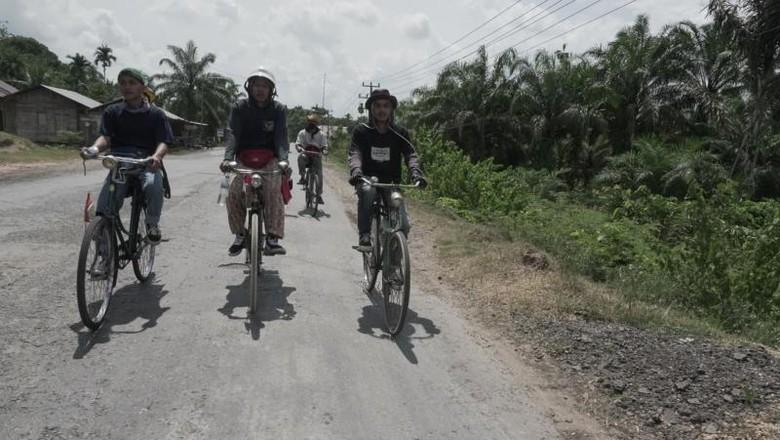 Komunitas sepeda onthel di Jambi.