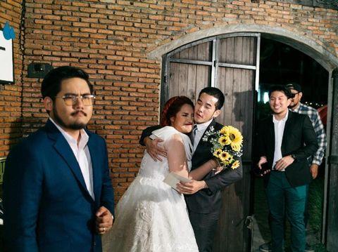 Tunchanok Boonkacha dan ketiga mantan kekasih yang datang ke pernikahannya.