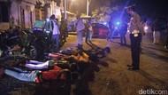 Para Pemuda Kota Pasuruan yang Nongkrong Tak Bermasker Dihukum Push Up