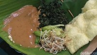 Lapar Seusai Olahraga Bisa Jajan Pecel Semanggi Al-Akbar Surabaya