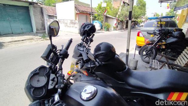 TKP Penyerangan peserta doa jelang pernikahan di Solo dijaga polisi, Minggu (9/8/2020)