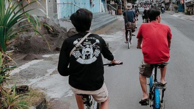 Bersepeda di Yogyakarta.