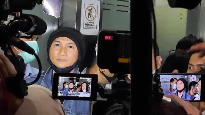 10 Jam Diperiksa, Anji Dicecar 45 Pertanyaan oleh Polisi