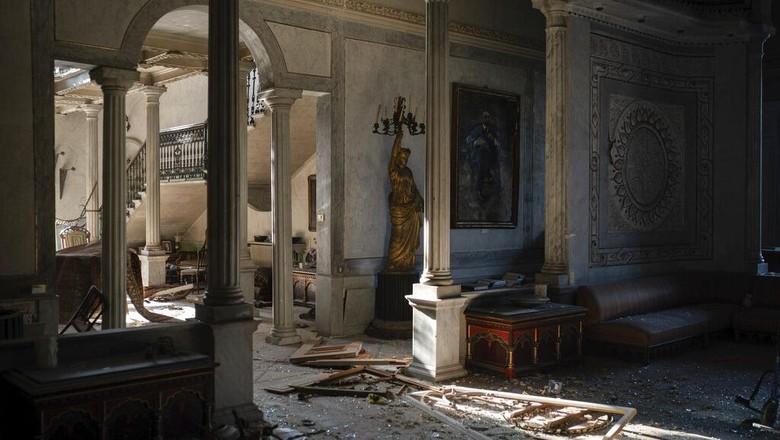 Istana Sursock jadi salah satu korban ledakan dahsyat di Beirut, Lebanon. Bangunan ikonik berusia 160 tahun itu turut luluh lantak akibat ledakan tersebut.