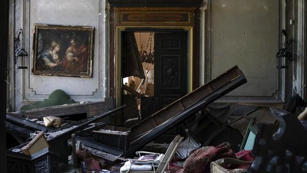 Bangunan yang dibangun pada tahun 1860 itu diketahui sebelumnya pernah hancur saat terjadi perang saudara di Lebanon pada tahun 1975-1990. Diketahui, butuh waktu 20 tahun untuk memulihkan bangunan bersejarah tersebut.