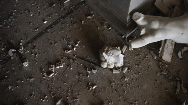 Namun, ledakan dahsyat yang mengguncang Beirut, Lebanon, Selasa (4/8) lalu membuat sejumlah benda yang berada di bangunan bersejarah itu mengalami kerusakan.
