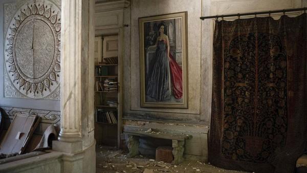 Istana Sursock pun menjadi salah satu bangunan tua dan bersejarah yang mengalami kerusakan cukup serius akibat ledakan dahsyat di Beirut pekan lalu.