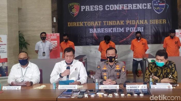 Bareskrim Polri mengungkap kasus penipuan dengan mencatut nama Menlu Retno Marsudi (Luqman Arun/detikcom)