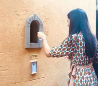 Namun seiring berjalannya waktu, pernmintaan dan pelanggan pun semakin berkurang sampai akhirnya jendela-jendela kecil ini ditutup dan tidak digunakan lagi. Bahkan dulunya sering kali para turis mengabaikan cara penduduk setempat melayani dengan cara ini. (Buchette del Vino)