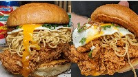 Auto Ngiler! Burger Australia Ini Diisi Ayam Goreng Plus Indomie Goreng