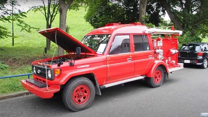 Damkar Toyota Land Cruiser
