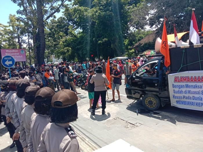 Demo warga di Medan soal tanah Sari Rejo (Ahmad Arfah-detikcom)