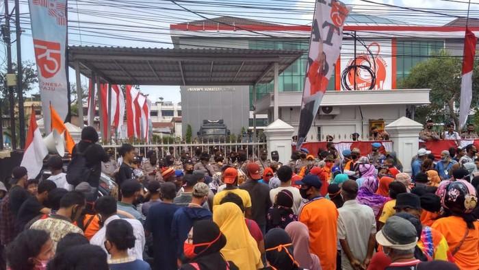 Demo warga di Medan soal tanah Sari Rejo (Datuk Haris Molana-detikcom)
