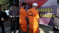 Polisi Ciduk Dua Kurir Ganja dan Sabu di Bandung