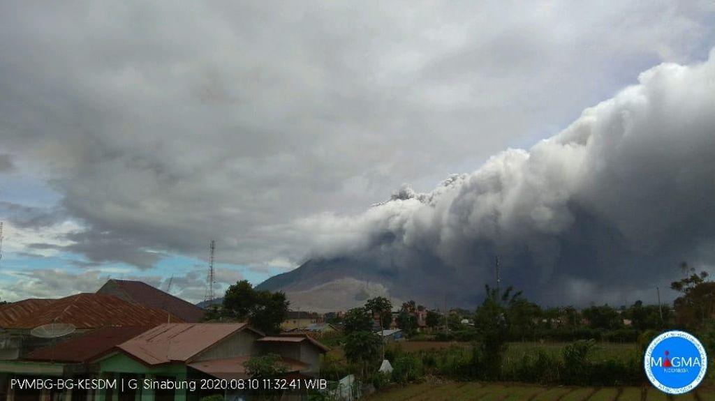 Selang 1 Jam, Gunung Sinabung Erupsi Lagi