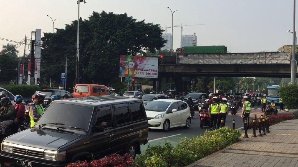 Ganjil Genap Berlaku! Polisi Tilang Pelanggar di Jalan RS Fatmawati