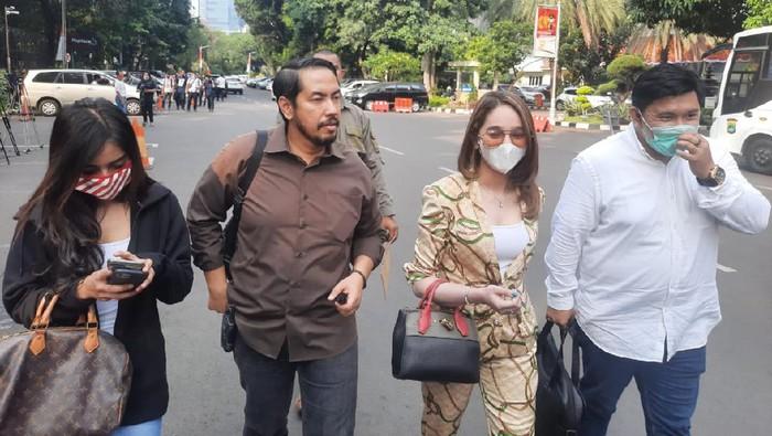 Hana Hanidah datangi Polda Metro Jaya