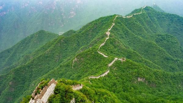 Bagian Tembok Besar China yang berada di Jiankou disebut kerap terabaikan. Diketahui, bagian Tembok Besar China ini terletak sekitar 100 Km di Utara ibu kota Beijing (Amanda Ruggeri/BBC).