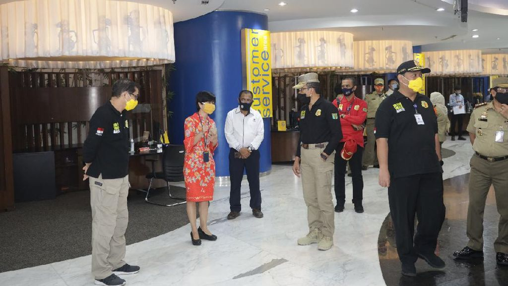 Kemnaker Cek Protokol Kesehatan Kantor Perbankan di Grand Indonesia
