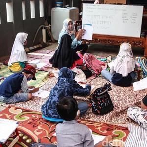 Penelitian PSPK : Anak dari Keluarga Miskin Sulit Akses Sekolah Berkualitas