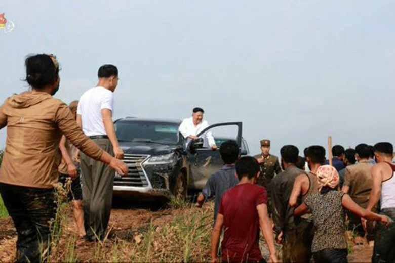 Kim Jong Un Pakai Mobil Mewah Jepang Lexus LX 570