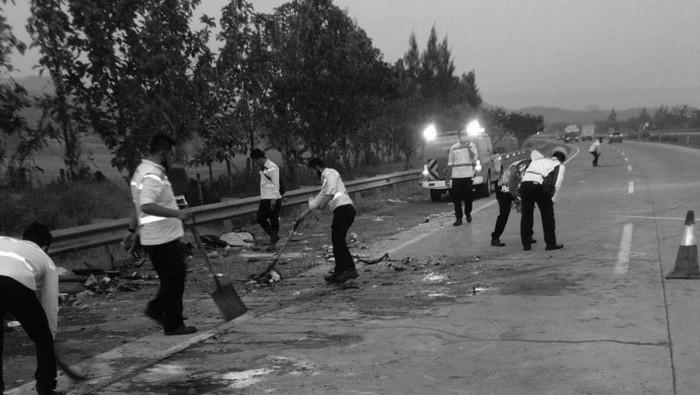 Lokasi Kecelakaan Elf Vs Minibus di Tol Cipali