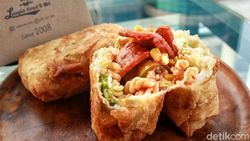 Lumpia Salad Kak Mel: Lumpia Kekinian Isi Makaroni dan Daging yang Padat