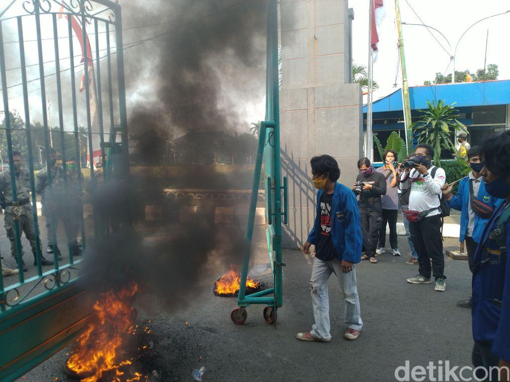 Mahasiswa Demo di Bogor