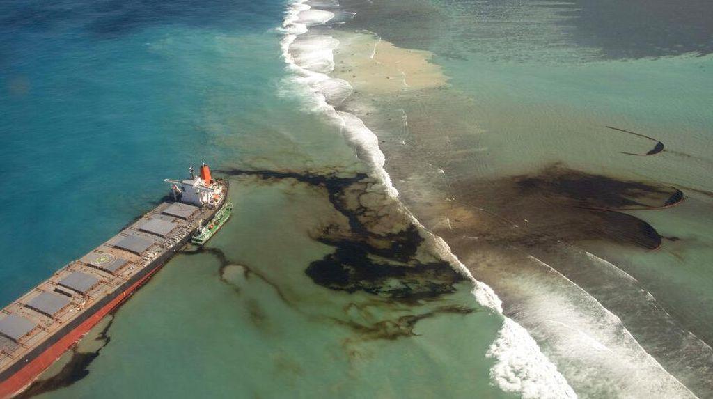 Duh! 15 Kilometer Pantai Mauritius Tercemar Tumpahan Minyak