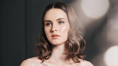 8 Potret Mba Tina Bule, Model Cantik Rumania yang Kepincut Pria Indonesia