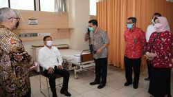 Sehari Jelang Uji Vaksin Sinovac, Menkes Terawan Datangi RSP Unpad