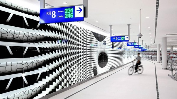 Diketahui, parkiran bawah tanah itu dapat menampung sekitar 8 ribu sepeda (Mike Bink/istimewa)