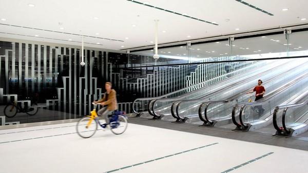 Den Haag di Belanda baru membuka parkiran sepeda yang diklaim terbesar kedua di dunia pada awal bulan Juli lalu seperti diberitakan NL Times (Mike Bink/istimewa)