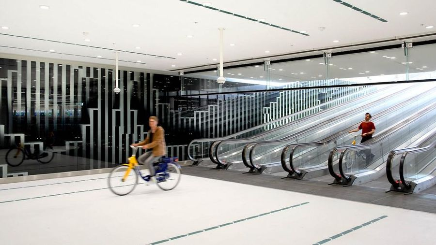 Parkiran sepeda Den Haag.
