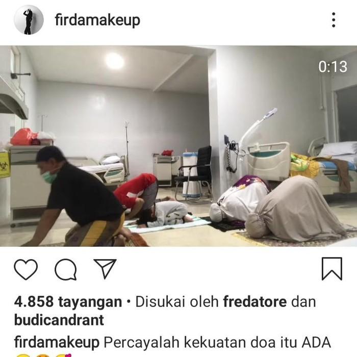 Pasien positif COVID-19 di RSUD Blambangan Banyuwangi salat berjemaah dan mem-posting fotonya. Foto itu diunggah untuk memotivasi pasien lainnya.