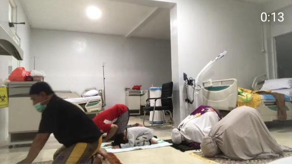 Mengapa Pasien Positif COVID-19 Banyuwangi Posting Foto Salat Berjemaah?