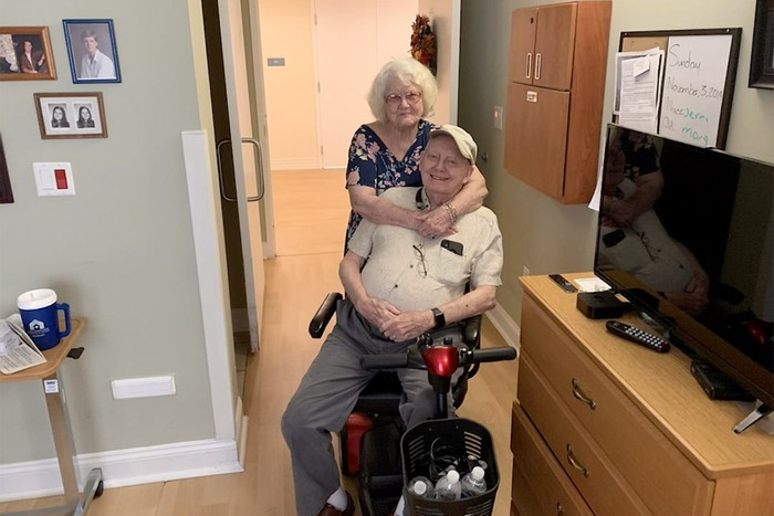 90-Year-Old Man Wears Full PPE to Say Goodbye to Wife Scott Hooper shot this video in Lakeland, FL on July 11, 2020. Mandatory Courtesy: Scott Hooper via TMX.news