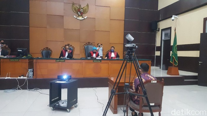 Sidang perdana kasus HP ilegal bos PS Store, Putra Siregar, di PN Jaktim (Zunita Amalia Putri/detikcom)