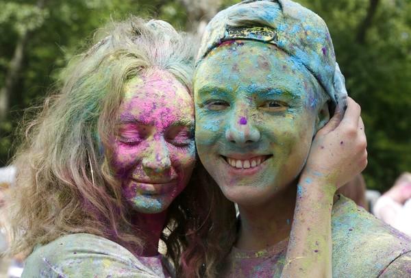 Warga Ukraina merayakan Festival Hindu kuno yang populer, juga dikenal sebagai festival warna, atau festival cinta, atau festival Holi, yang menandakan kemenangan dan kebaikan atas kejahatan.
