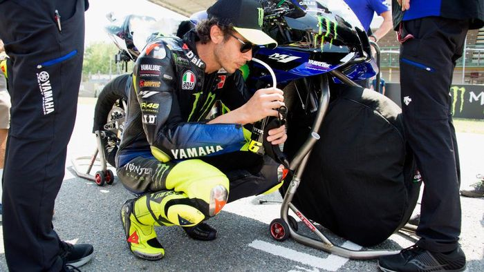 BRNO, CZECH REPUBLIC - AUGUST 09:  Valentino Rossi of Italy and Monster Energy Yamaha MotoGP Team prepares to start on the grid during the MotoGP race during the MotoGP Of Czech Republic at Brno Circuit on August 09, 2020 in Brno, Czech Republic. (Photo by Mirco Lazzari gp/Getty Images)