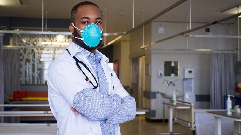 Kisah Sukses Dokter yang Dulu Jadi Satpam di Rumah Sakitnya Bekerja