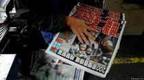 Warga Hong Kong Tunjukkan Solidaritas Bagi Tabloid Pro-Demokrasi