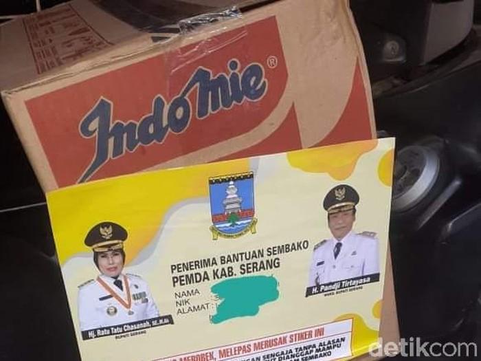 Bantuan COVidD-19 di Serang dipasangi stiker kepala daerah
