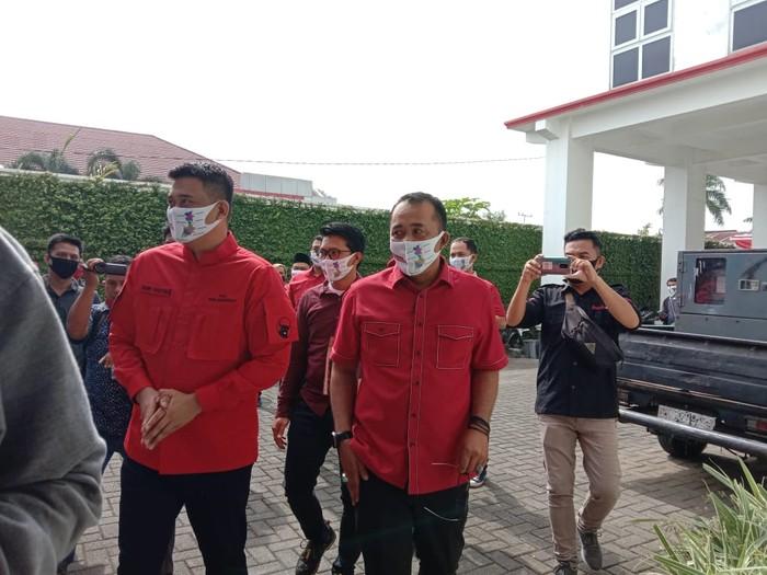 Bobby Nasution dan Aulia Rachman di Kantor PDIP Sumut (Ahmad Arfah-detikcom)