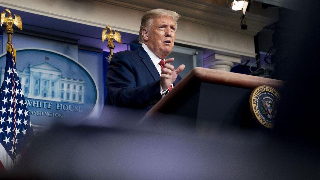 Momen Jumpa Pers Trump yang Diwarnai Penembakan di Luar Gedung Putih