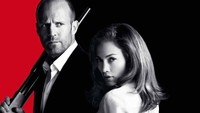 Lihat Jennifer Lopez Tampil Terbuka di Parker, Jason Statham Kuat Iman