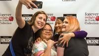 Bahkan, para fans sampai rela datang ke acara tahunan Forever Twilight di Forks Festival. Menurut Kepala Chamber of Commerce Forks, Lissy Andros, acara itu tak ubahnya ziarah rutin di kalangan para fans(CNN)